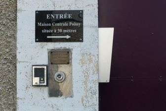 L'entrée de la Maison d'arrêt de Poissy