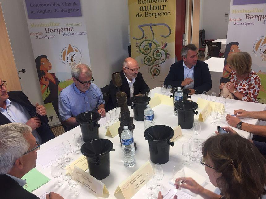 Les dégustateurs ont testé 250 échantillons de vin en une matinée