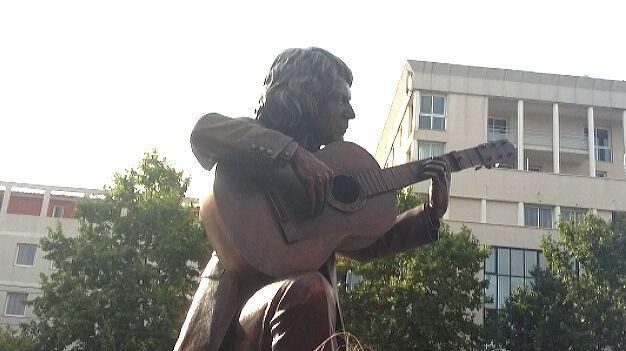 La statue de Manitas de Plata  place de hôtel de ville