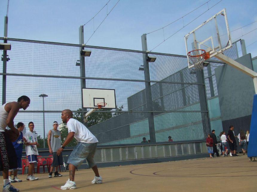 Le un-contre-un, symbole du streetball