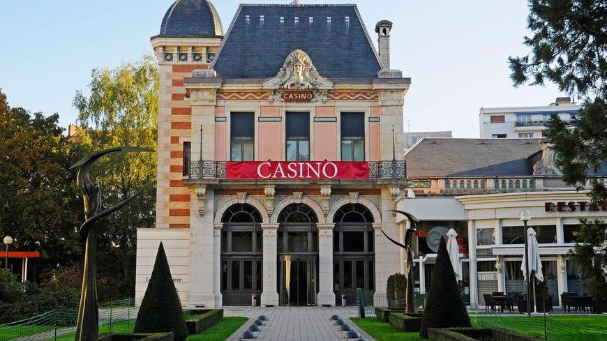 Le casino JOA de Besançon, 125 machines à sous dont la plus grosse du monde, son black jack, sa roulette anglaise, son restaurant, sa terrasse...