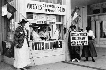 Suffragettes se battant pour faire reconnaître le droit de vote pour les femmes, New Jersey 1815