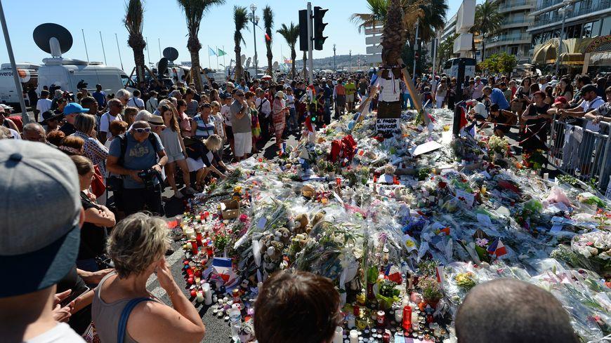 Hommage aux victimes de l'attentat de Nice le 14 juillet 2016