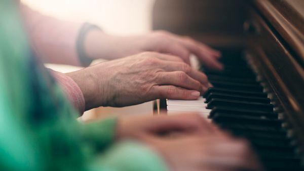 Apprendre à jouer d'un instrument : il n'est jamais trop tard pour commencer !