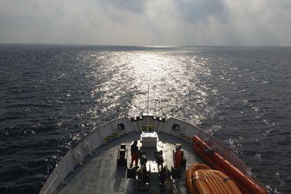 L'Aquarius, sous les couleurs de SOS Méditerranée et de Médecins sans frontières, sillonne la Grande Bleue au secours des migrants naufragés.