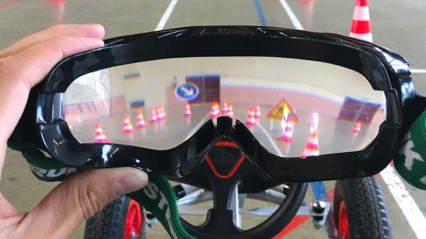 strasbourg des lunettes de simulation d 39 alcool mie pour prendre conscience des risques au volant. Black Bedroom Furniture Sets. Home Design Ideas