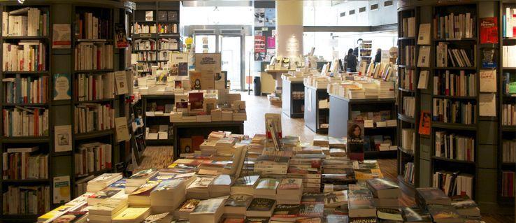 Librairie de Paris, place Clichy à Paris