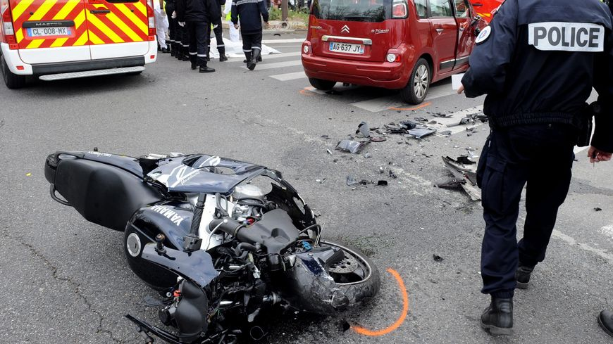 tours accident mortel d 39 un jeune motard boulevard heurteloup. Black Bedroom Furniture Sets. Home Design Ideas