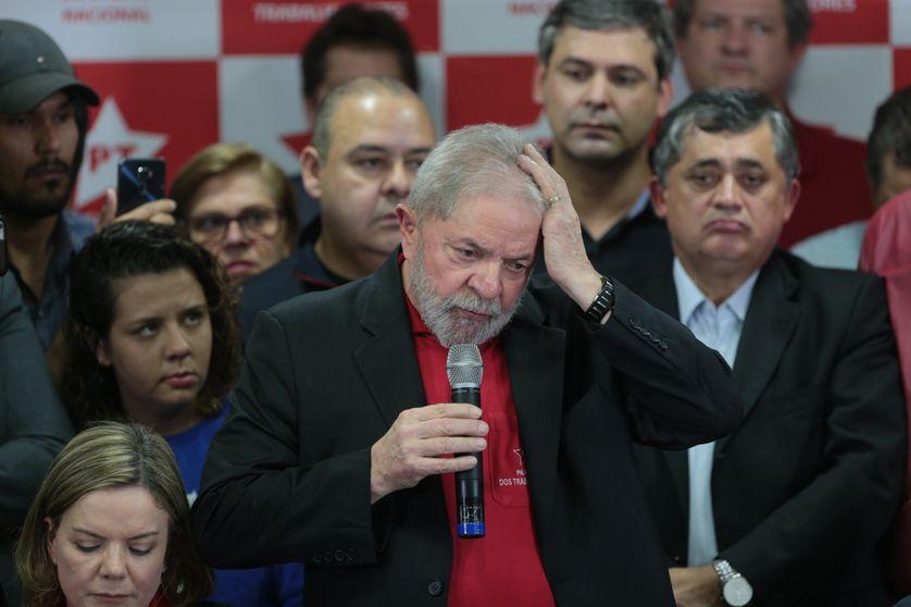 L'ancien président Lula s'exprime au siège du Parti des travailleurs après avoir été condamné, à Sao Paulo, le 13 juillet 2017