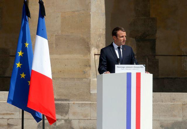 Emmanuel Macron annonce que Simone Veil reposera avec son époux Antoine au Panthéon.