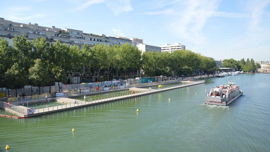 Le Bassin de la Villette était ouvert aux baigneurs depuis une semaine.