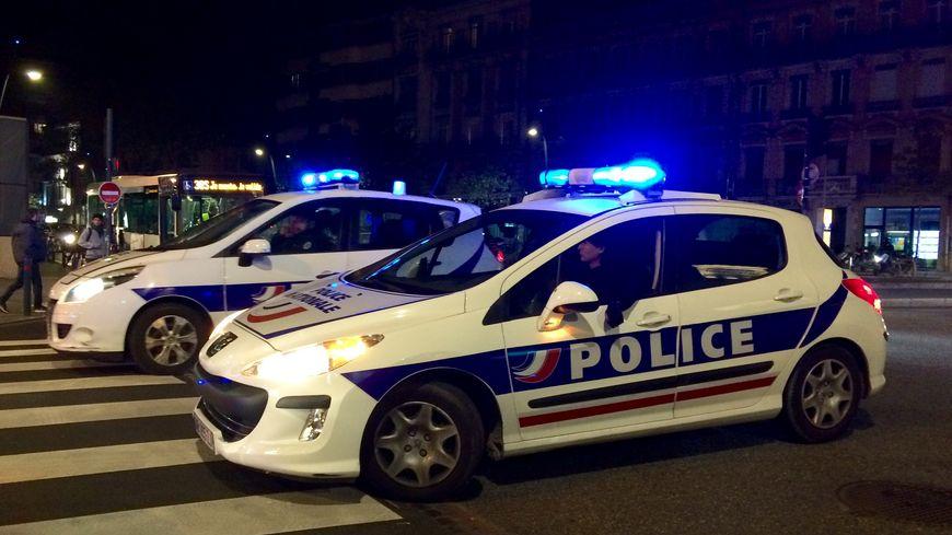 patrouille de police  de nuit