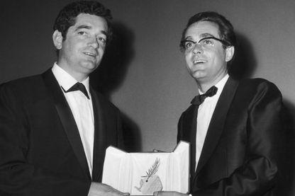 Jacques Demy et Michel Legrand reçoivent la Palme d'Or pour les Parapluies de Cherbourg - 1964