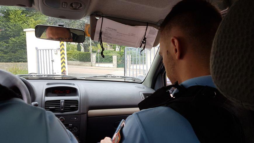 De Pas Gendarme Les Dans VictorJeune Réserviste Ac3L54RjqS