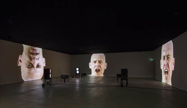 Bruce Nauman Anthro/Socio (Rinde Facing Camera) 1991 Installation vidéo Potomac, Maryland, Glenstone Museum
