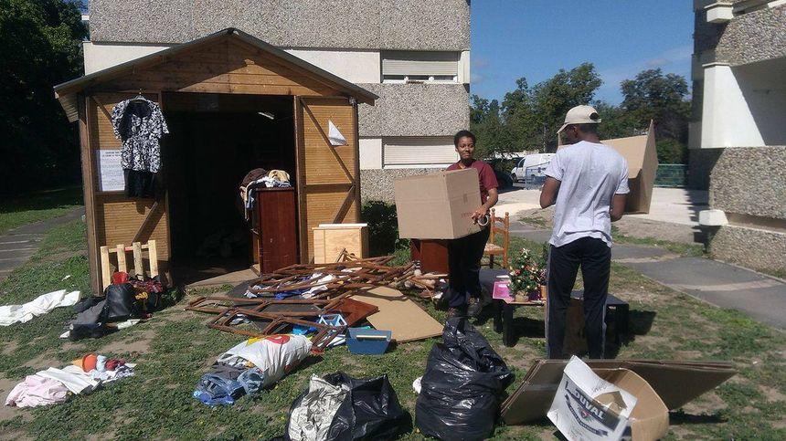 """Les jeunes proposent des déménagements légers, comme cette """"cabane de partage"""" dans une résidence au Bouscat."""