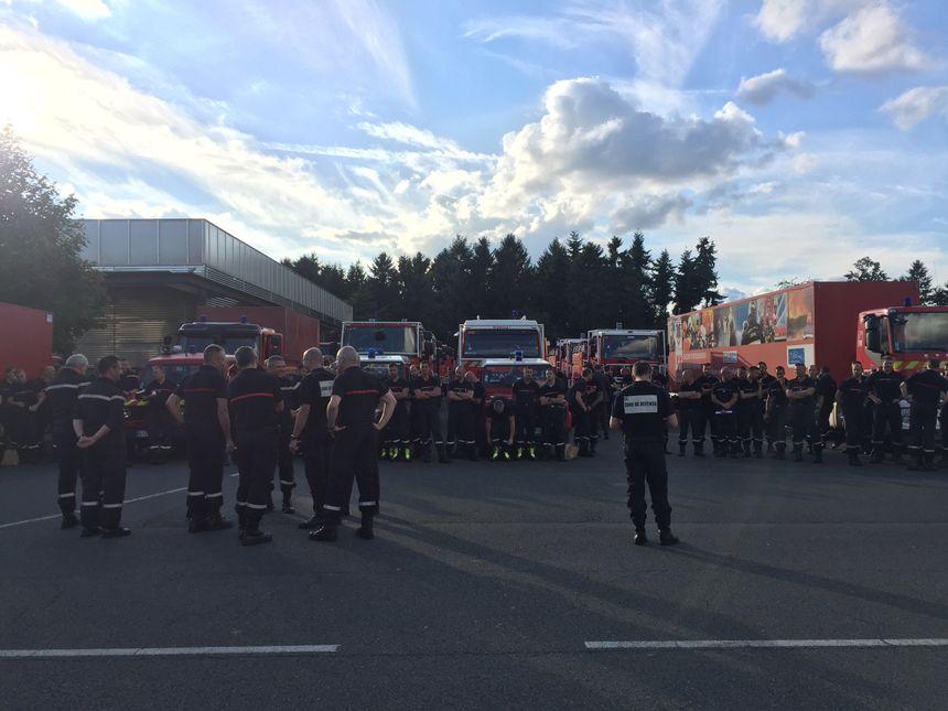 Les pompiers mobilisés sur le parking de l'EDIS de Fleury-Mérogis pour partir dans le sud