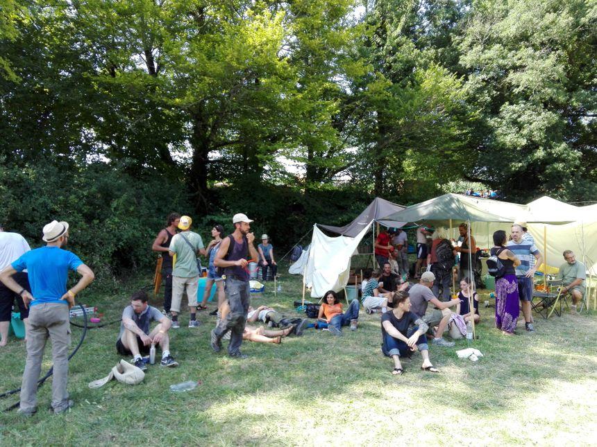 Le campement des bénévoles qui participent au chantier