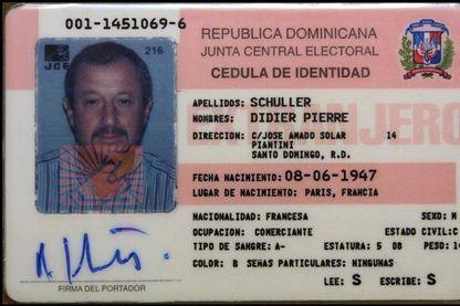 Carte de résidence de Didier Schuller à Saint Domingue juste avant de revenir en France le 2 avril 2002.