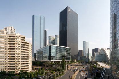 Vue panoramique du quartier de La Defense à Paris