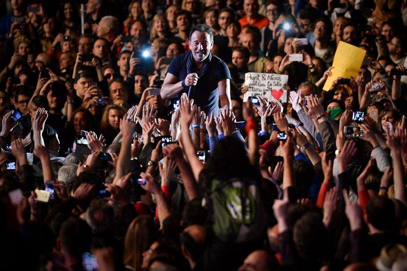 Bruce Springsteen porté par la foule