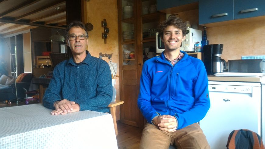 """Christophe Morini (à gauche), l'inventeur de """"Podarsi"""", pose avec Clément Dejean, responsable du marketing et de la communication. Les deux habitent Saint-Agnan-en-Vercors."""