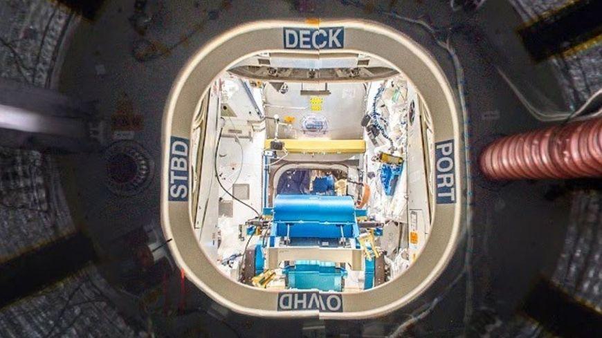 Vue de l'intérieur de l'ISS, la station spatiale internationale