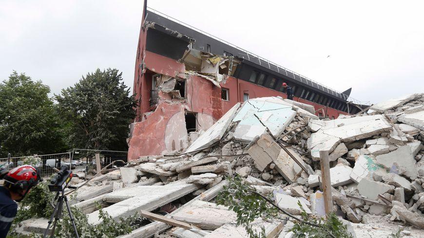 L'immeuble s'est effondré en fin d'après-midi pour une raison encore inconnue