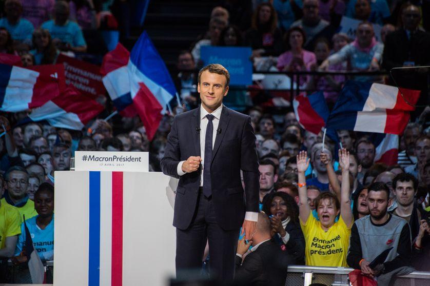 """""""En même temps ! En même temps !"""" en meeting, le 17 avril à Bercy, les partisans d'Emmanuel Macron scandent l'expression favorite du candidat."""