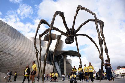 """""""Maman"""", de Louise Bourgeois, ici à Bilbao en Espagne, devant le musée Guggenheim"""