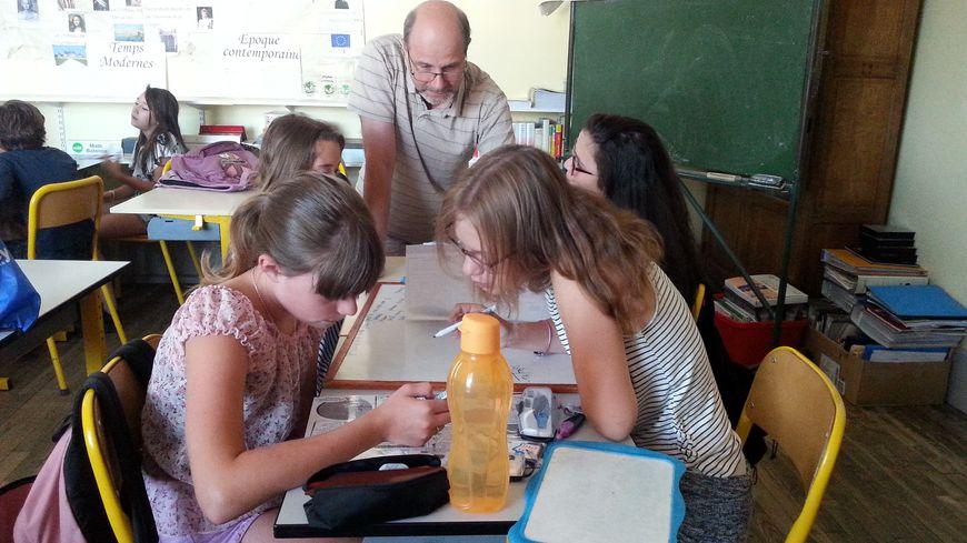 Patrice Villedary, avec ses élèves de CM2 : dernières heures de classe