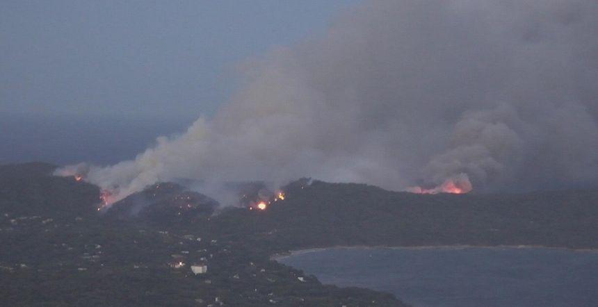Le feu entre la Croix-Valmer et Ramatuelle n'est toujours pas maîtrisé mardi matin