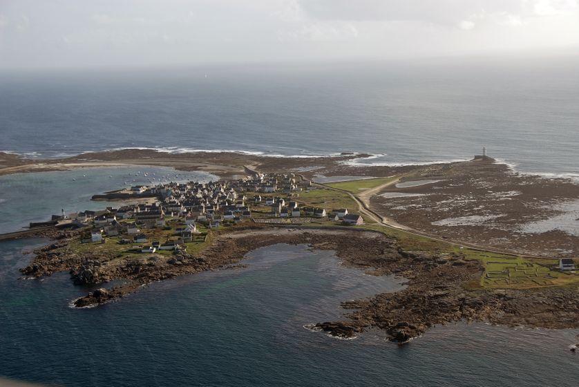 vue aérienne de l'ïle de Sein prise en 2006