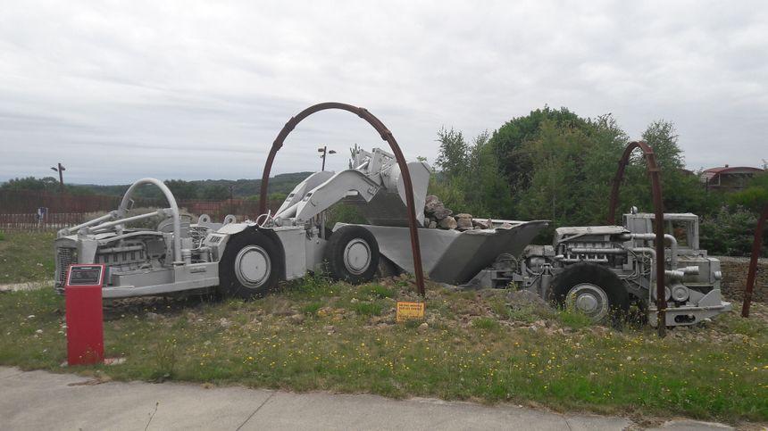Des machines longent le parcours du visiteur jusqu'au musée Ureka.