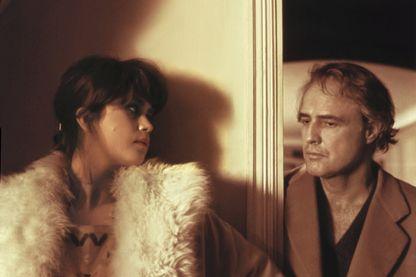 """Photo d'une scène du film """"Le dernier tango à Paris"""" de Bernardo Bertolucci avec Maria Schneider et Marlon Brando en 1972"""