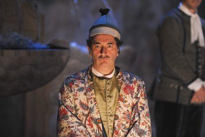 """François Morel interprète Monsieur Jourdain dans """"Le Bourgeois gentilhomme"""" de Molière en 2012"""
