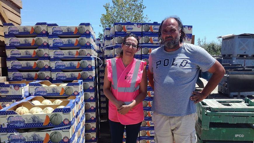 Patricia, responsable des Restos du cœur de Nimes, et Samuel Solans producteur de melon