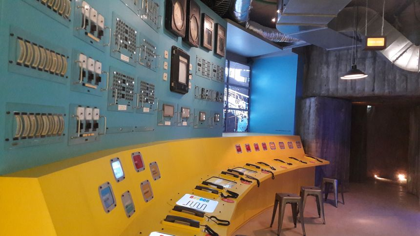 Un laboratoire où les visiteurs explorent les différents aspects de l'exploitation de l'uranium.