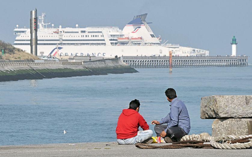 Des migrants afghans à Calais en 2009.