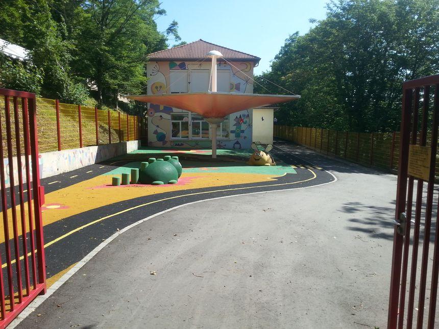 Cette école maternelle d'Herserange porte désormais le nom de Michaël Pellegrini, il figure parmi les victimes de l'attentat de Nice.