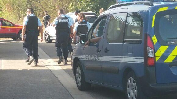 Une trentaine de gendarmes sont venus prêter main forte aux 45 sapeurs pompiers pour sécuriser la zone.