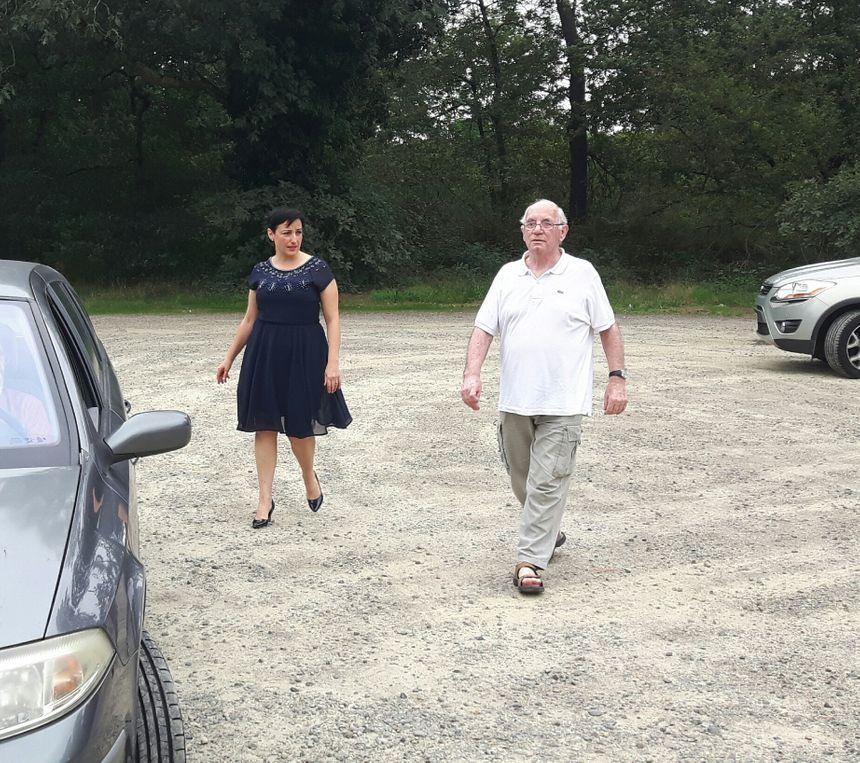 Claude Ducos avec son avocate sur le parking de la prison de Mont de Marsan