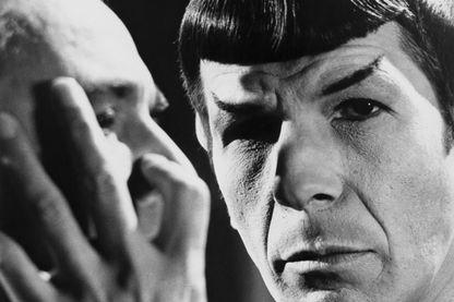 Leonard Nimoy joue Spock dans Star Trek