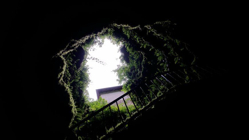 Le gouffre de la Fage se visite à vingt mètres sous terre où la température constante est de quatorze degrés
