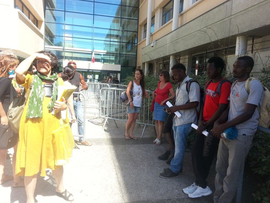 16h devant le commissariat de Montpellier