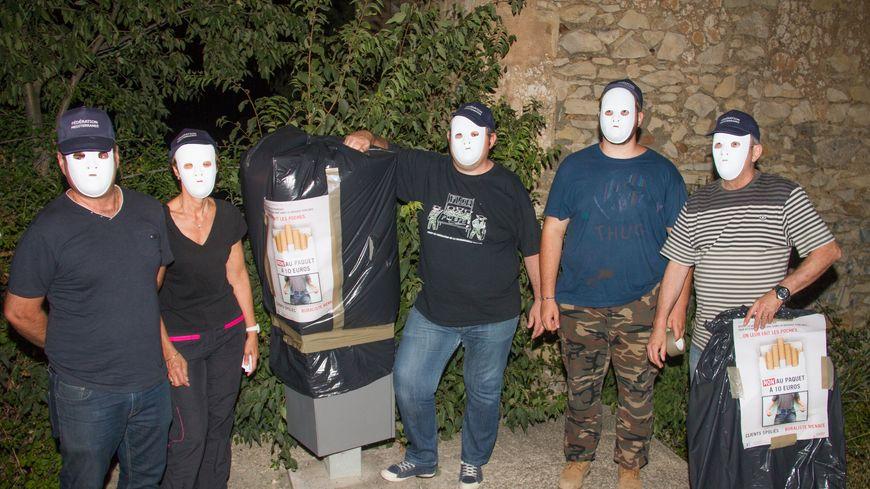 Les buralistes ont bâché 25 radars dans la nuit, de manière anonyme.