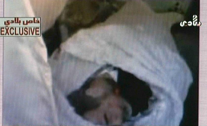 le corps de Saddam Hussein filmé le 30 décembre 2006