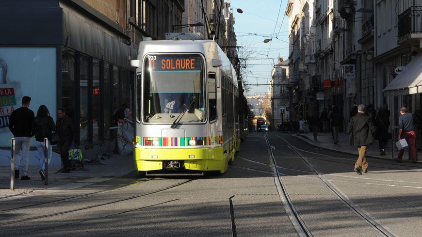 Nouvelles lignes de bus plus de trams aux heures de for Piscine firminy