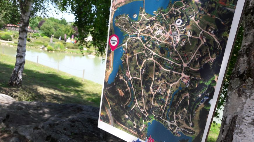 Le parc France Miniature a la forme de l'Hexagone avec 117 des plus beaux monuments français