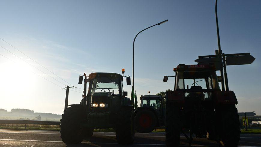 Une route barrée par des agriculteurs en 2015